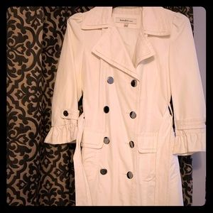 Laundry white trench